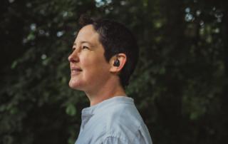 Diskret und komfortabel - im Projekt »MOND« wird ein mobiles Neurosensorsystem entwickelt, das in Alltagssituationen epileptische Anfälle erkennen und dokumentieren soll.